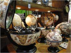 Além de decorar a sua casa os globo bares são úteis para armazenamento de taças e copos! #decoration #decoraçao #globo