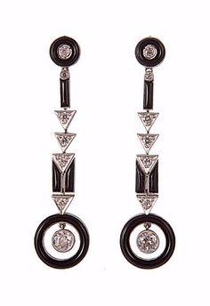 Art Deco earrings, ca 1930, gold set with diamonds & onyx.