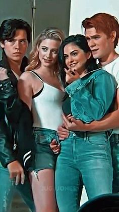 Riverdale Betty, Bughead Riverdale, Riverdale Funny, Cheryl Blossom Archie, Familia Jenner, Riverdale Characters, Teen Fashion Outfits, Veronica, My Photos