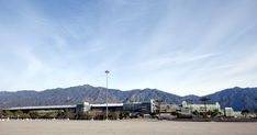 Welcome to Santa Anita Race Track! Try to find a parking space and come on in! See, that's funny, but it's not. With off track and on... Panning Shot, Santa Anita Park, San Gabriel Mountains, Most Beautiful Horses, Parking Space, Dirt Track, Shutter Speed, Go Outside, Horse Racing