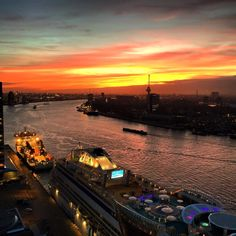 And the colours are even nicer when the night falls! #AIDAMar #Wilhelminapier #DeRotterdam Photo:Braden Mfc Coulbourn