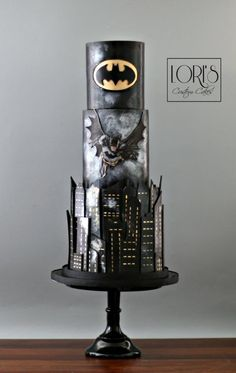 Batman 🦇  - cake by Lori Mahoney (Lori's Custom Cakes)