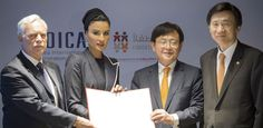 Education Above All Foundation (EAA) chairperson HH Sheikha Moza bint Nasser and South Korean Foreign Minister Yun Byung-se. Queens, Education, Projects, Beauty, Log Projects, Blue Prints, Onderwijs, Beauty Illustration, Learning