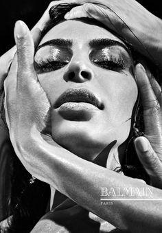 Kim Kardashian na campanha de inverno 2017 da Balmain (Foto: Divulgação)