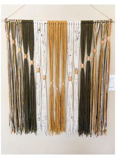 Yarn Wall Art, Diy Wall Art, Art Diy, Wall Art Crafts, Fabric Wall Art, Macrame Wall Hanging Diy, Tapestry Wall Hanging, Wall Hangings, Wall Hanging Crafts