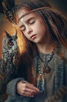 girl with an owl Fantasy Photography, Portrait Photography, Fotografie Portraits, Native Indian, Native American Art, Beautiful Children, Character Inspiration, Art Reference, Fantasy Art