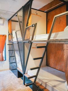 Muan Hostel Chiang Mai, Thailand - I would want rubber bumpers or something on the edge of those stair steps! Bunk Bed Rooms, Bunk Beds, Bedrooms, Dorm Room Layouts, Pinterest Room Decor, Sleeping Pods, Capsule Hotel, Bunk Bed Designs, Lounge Design