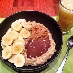 Coffee oatmeal with sliced banana, #peanutbutter and a  healthy homemade chocolate peanutbutter sauce! Side of orange juice! #breakfast #healthy #fruit #oatmeal #edrecovery #anarecovery
