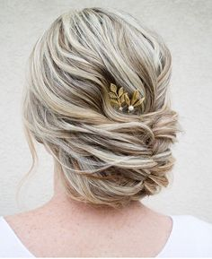 Textured wedding hairstyle by @hairandmakeupbysteph