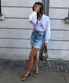 Women fashion Videos Trends 2018 - - Women fashion Sneakers Sports - - Women fashion Over 30 - Denim Skirt Outfits, Jeans Dress, Denim Dresses, Fashion Night, Daily Fashion, Distressed Jean Skirt, Denim Fashion, Womens Fashion, Street Fashion