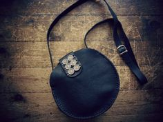 handcrafted round leather bag buy online: http://www.individual.gr/p.Dermatini-stroggyli-tsanta.800692.html
