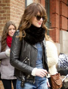 Dakota leaving her hotel in nyc(february 26.2015)