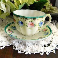 Vintage Keepsakes & The Vintage Teacup  ~