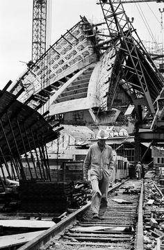 Striking photographs by David Moore document the construction of the Opera House - Vogue Living