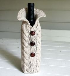 I just love this! I'm not a wine drinker, well not a drinker at all, but I'm trying to think of something I could use this for just cuz I think it's so dang cool!   Cozy up your wine bottle for the dinner table by TrinksKnitting,