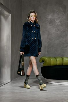 Fendi Pre-Fall 2020 Fashion Show - Vogue Live Fashion, Fashion 2020, Runway Fashion, Fashion Show, Fashion Trends, Fashion Fashion, Fendi, Gucci, Vogue Paris
