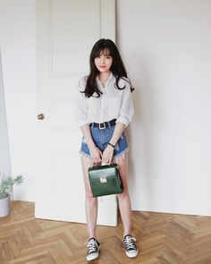 Korean Fashion Trends you can Steal – Designer Fashion Tips K Fashion, Ulzzang Fashion, Korea Fashion, Minimal Fashion, Asian Fashion, Fashion Outfits, India Fashion, Korean Outfits, Short Outfits