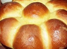 This easy to make batter bread brings the sweet and tender flavor of Hawaiian bread home from vacation. This is a recipe for homemade Hawaiian bread. It's sweet, spicy and tender. Bread Machine Recipes, Bread Recipes, Cooking Recipes, Burger Recipes, Hawaiian Bread Recipe, Hawaiin Bread, Hawaiian Recipes, Recipe 30, Food Recipes