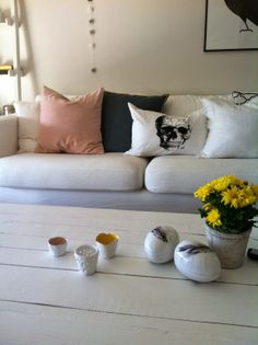 Insta-oppdatering Couch, Throw Pillows, Living Room, Bed, Furniture, Products, Home Decor, Cushions, Homemade Home Decor
