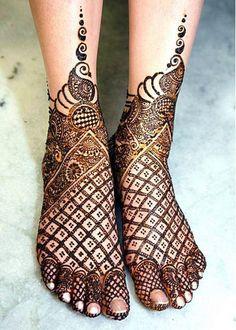 Jaali Mehndi Design: trending for wedding season