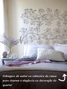 Escultura em metal. O prata combinou muito bem com a decoração lilás.