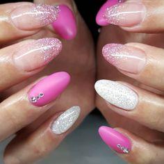 pink-glitter-nails