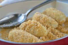 Topfennockerl mit Brösel The pot dumplings with crumbs are reminiscent of childhood. A simple and delicious recipe from grandma's kitchen. Carrot Muffins Easy, Dumplings, Crumb Recipe, Best Pancake Recipe, Austrian Recipes, Dutch Oven Recipes, Cakes And More, Street Food, Slow Cooker Recipes
