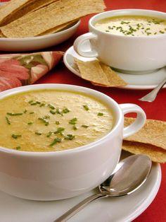Sopa cremosa - Guia da Cozinha Casserole Recipes, Soup Recipes, Cooking Recipes, Easy Dinner Recipes, Easy Meals, Food Net, Soup Dish, Ground Beef Recipes, How Sweet Eats