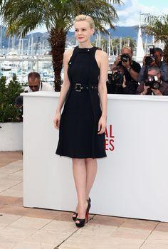 #CareyMulligan llevaba un little black dress de #Chloé y #peep-toe de #Louboutin. Un punto más casual que con el mono que lució en el photocall de Gatsby.