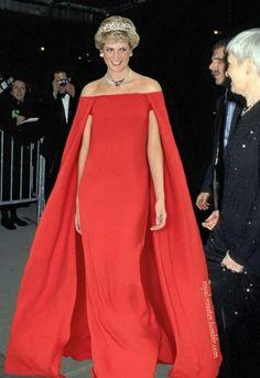 HRH Princess Diana looking so regal, elegant and fabulous. Same dress as Lupita Nyongo