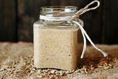 Jak przygotować zakwas żytni… – brunetkawkuchni Flower Boxes, Mason Jars, Bakery, Food And Drink, Mugs, Cooking, Breakfast, Tableware, Recipes