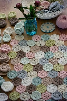 Coco Rose Diaries: This and That. Crochet Hexagon Blanket, Crochet Squares, Crochet Granny, Cute Crochet, Crochet Yarn, Crochet Throws, Granny Squares, Coco Rose Diaries, Crochet Afgans