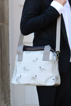 A wonderful small tote handbag featuring some adorable Hares on a stone coloured background. Named after our local picturesque town 'Stamford!' Comfortable worn over the shoulder this stylish mini Stamford Bag will fit all of your essentials.
