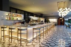 La Serafina bar area