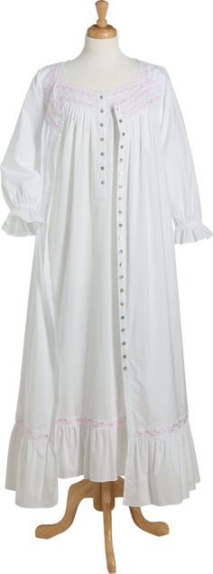 Eileen West Simply Sublime Robe: Capture the romance of a forgotten era when ladies dressed in clothing and sleepwear that celebrated their femininity, like this pure white robe in soft, 100% cotton lawn.