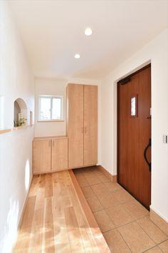 Japanese Bedroom, Japanese House, Foyer, Entryway, Natural Interior, Interior Ideas, Tile Floor, Furniture, Design