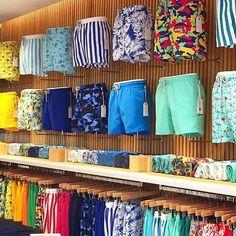 Mens Swim Shorts, Preppy Men, Stylish Mens Outfits, Man Swimming, Retail Design, Swim Trunks, Boy Outfits, Menswear, Mens Fashion