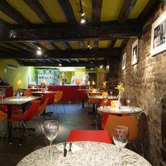 Raw wall, beam ceiling, restaurant seating, Pizza Express, Devon, England