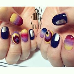 深みのあるカラーをぼんやりと⚪️くっきりと��▪️��▫️�� #nail#art#nailart#ネイル#ネイルアート#autumn#modern#metallic#幾何学#ネイルサロン#nailsalon#表参道