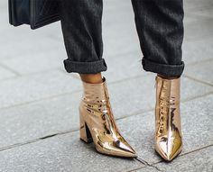 С чем носить золотые вещи, чтобы выглядеть звездой стритстайла: 13 идей от самых модных | Журнал Harper's Bazaar