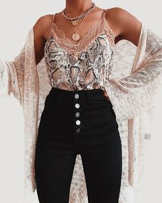 Cute lacey top and high waisted black jeans - Fashion - Source by punkpinbaby juvenil femenina moda Looks Chic, Looks Style, My Style, Moda Black, Mode Outfits, Fashion Outfits, Jeans Fashion, Lacey Tops, Cami Tops
