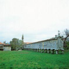 Hórreo de Carnota, el más largo de Galicia  vía turismocostadamorte.com
