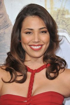Michaela Conlin Actress Michaela Conlin is an American stage and television actress, best known for her work as Angela Montenegro on the Fox TV series Bones. Beautiful Smile, Beautiful Women, Yunjin Kim, Lindsay Price, Michaela Conlin, Bones Tv Show, Kelly Hu, Catherine Bell, Katheryn Winnick