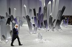 Designer Karl Lagerfeld attends the Chanel Ready-To-Wear Fall/Winter 2012 show as part of Paris Fashion Week at Grand Palais on March 2012 in Paris, France. Get premium, high resolution news photos at Getty Images Karl Lagerfeld, Miranda Kerr, Catwalk Design, Chanel Runway, Chanel Paris, Reading Art, Batman Vs, Superman, Scenic Design