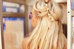 Image via We Heart It https://weheartit.com/entry/75386394/via/4449592 #beautiful #beauty #blonde #cute #flower #hair #hairstyle #Hot #love #pretty #sexy #summer #sunglass #tan #amaizing