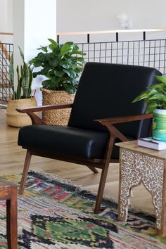 Take a scroll through our wide selection of beautiful mid-century modern lounge chairs and outfit your home in just a few clicks. Green Leather Chair, Black Leather Armchair, Accent Chairs For Living Room, Boho Living Room, Boho Room, Living Rooms, Living Spaces, Industrial Dining Chairs, Mid Century Chair