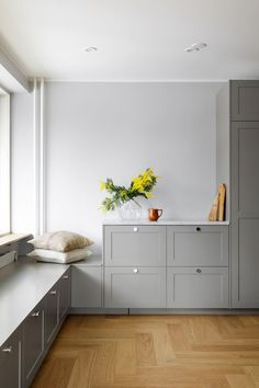 Personal kitchens, wardrobes and storage units built on IKEA cabinet frames. Doors, handles, taps, sinks and tabletops. Quality and design for a reasonable price. Used Kitchen Cabinets, Ikea Cabinets, Kitchen Doors, Ikea Kitchen, Ikea Sofa, Ikea Furniture, Ikea Design, Ikea Frames, Best Ikea