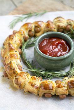Kerstkrans van knackworstjes in croissantdeeg - Brenda kookt !