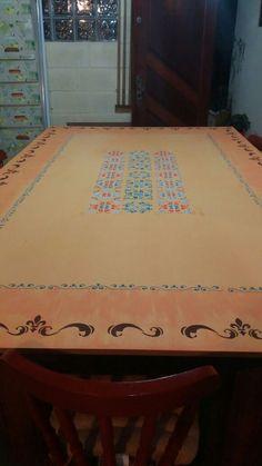 Tampo de mesa feito com tinta e stencil