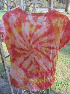 DIY Clothes DIY Refashion: DIY Squirt Bottle Tie-Dye